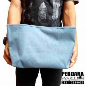 pouch dompet bahan dinier lapisan dalam satin di sidoarjo Q3667