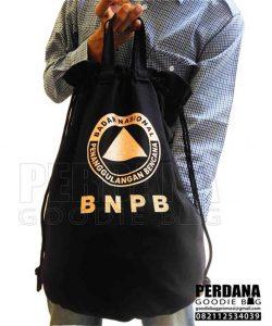 pouch kanvas hitam sablon gold by Perdana Q3707