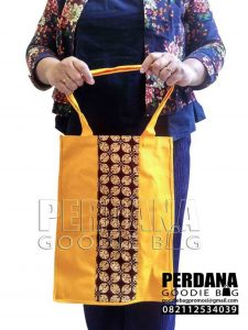 tas kanvas kombinasi batik kuning di BSD by Perdana Q3652