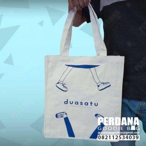 canvas bag broken white sablon model jinjing Perdana Goodie Bag Q3952