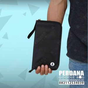 pouch dompet dengan sekat bahan D300 kombinasi jaring Q3907
