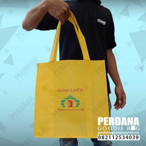 souvenir tas spunbond kuning lautze by Perdana id3481