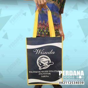 tas souvenir wisuda bahan spunbond di Manado by Perdana id4175