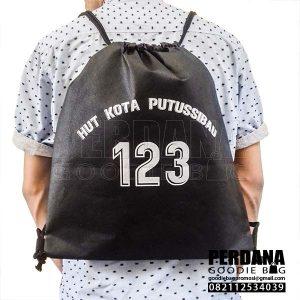 Drawstring bag spunbond Hitam made putusibau Q3992