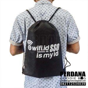 Drawstring bag spunbond hitam Wifi Titah kusuma Q3974