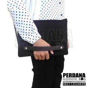 tas kanvas model dompet dengan tali kulit