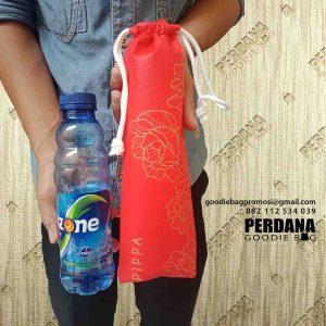 contoh pouch botol minuman custom di Perdana Goodie Bag id4799