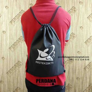 drawstring bag anti air di Jakarta Barat by Perdana Goodie Bag id4494