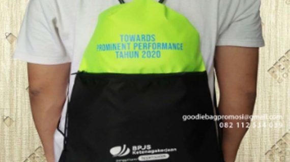 Pembuatan Tas Serut Bahan Taslan Hijau Kombinasi Hitam Makassar Sulawesi Selatan