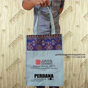 Tas Totebag kanvas kombinasi batik